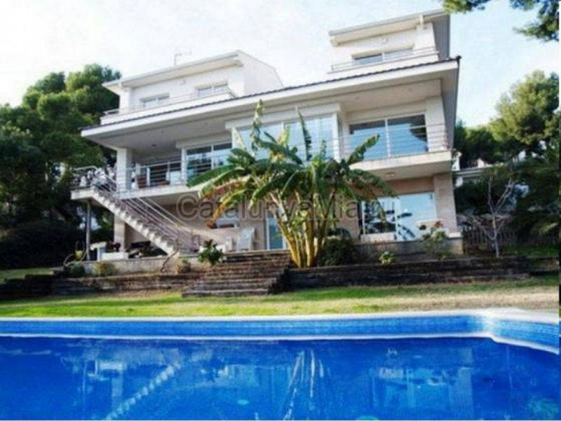 Преимущества недвижимости испании